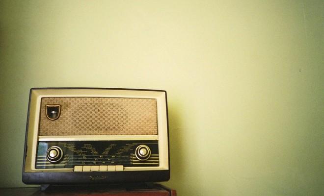 Gerechtstolken slaken noodkreet (op de radio)